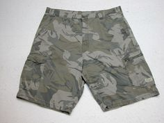 Mens Wrangler  Cargo Shorts Green Camo sz 38 100% Cotton ( Measure 38X11 )…