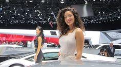 BELDADES Internacionais - Mulheres ajudam a chamar a atenção para carros em Salão de Genebra