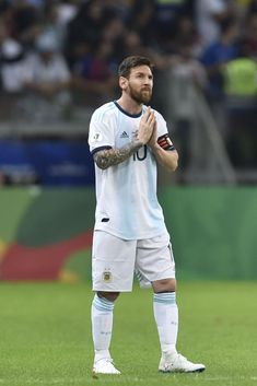 Fc Barcelona, Lionel Messi Barcelona, Messi And Ronaldo, Messi 10, Messi Argentina, Lionel Messi Wallpapers, Leonel Messi, School Girl Outfit, Football Wallpaper