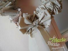 Corona de Navidad hecha a mano y con material reciclado.