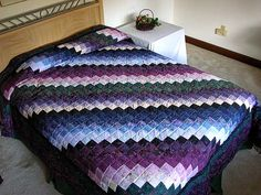 Trip Around the World Quilt -- magnificent well made Amish Quilts from Lancaster Blue Jean Quilts, Purple Quilts, Red And White Quilts, Colorful Quilts, Couettes Amish, Amish Quilts, Easy Quilts, Bargello Patterns, Bargello Quilts