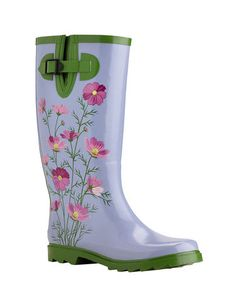 Gardening│Jardinería - #Gardening - #Garden. Need those wellies when the weather turns, great for wood gathering as well.