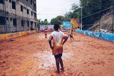 Brincadeira de criança Como é bom como é bom Guardo ainda na lembrança Como é bom como é bom Paz amor e esperança  Como é bom   Deixa um comentário quem ainda tem muita saudade de se sujar de lama brincar na chuva e correr até cansar! Qual brincadeira você mais gostava?  Clique da : @ca__torres na Favela da Santa Marta