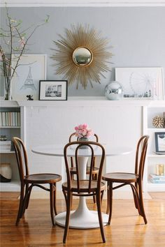 Tulip table, bentwood chairs and sunburst mirror Grey Room, Living Room Grey, Dining Room Inspiration, Home Decor Inspiration, Design Inspiration, Design Ideas, Design Design, Esstisch Design, Tulip Table