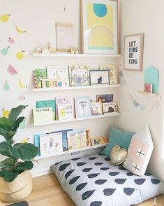 Qualquer canto pode virar um CAFOFÃO LEITURA! :: Prateleiras para livros e um almofadão! Temos CAPA DE ALMOFADA com 60x60cm por R$79,70 em 15 opções de estampas! www.mooui.com.br Inspiração PINTEREST
