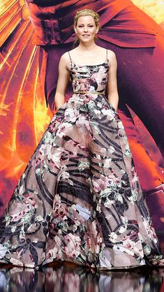 ELIZABETH BANKS   stuns in a floral Elie Saab couture gown and gorgeous gilded hairpiece at the Hunger Games: Mockingjay Part 2 premiere in Berlin.