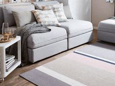 A moving image showing how you can transform a VALLENTUNA sofa into a full sized bed easily and quickly