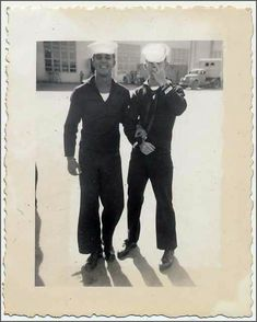 Vintage photographs of gay and lesbian couples and their stories. Vintage Sailor, Vintage Love, Vintage Men, Vintage Couples, Cute Gay Couples, Vintage Photographs, Vintage Photos, Lgbt History, Romance