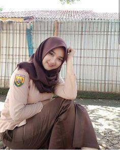 Girl in Hijab Beautiful Hijab Girl, Beautiful Muslim Women, Beautiful Asian Girls, Muslim Fashion, Hijab Fashion, Girl Fashion, Fashion Muslimah, Hijabi Girl, Girl Hijab