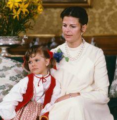 "64 gilla-markeringar, 2 kommentarer - Swedish Royal Family (@svenskakungligt) på Instagram: ""Queen Sílvia of Sweden with her daughter Victoria"""