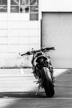 """KTM RC8 Street Tracker """"THE SCRAPPIER"""" by Michael Woolaway - Deuscustoms Motorcycles #motorcycles #streettracker #motos 