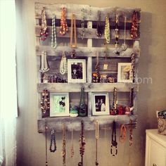 Pallet Jewelry Stand http://@Natasha S S S S Tatum Sayers maybe this is something we can do with the pallets that have boards missing/ spread apart!