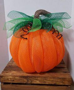 Best 12 Autumn wreath – Page 169659110942133114 – SkillOfKing. Pumpkin Mesh Wreaths, Deco Mesh Pumpkin, Fall Wreaths, Thanksgiving Wreaths, Deco Mesh Crafts, Deco Mesh Wreaths, Handmade Christmas Decorations, Diy Halloween Decorations, Harvest Decorations