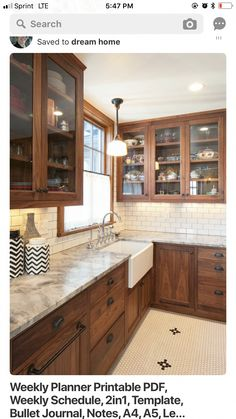 Dark, light, oak, maple, cherry cabinetry and modern natural wood kitchen cabinets. CHECK THE PICTURE for Lots of Wood Kitchen Cabinets. Glass Backsplash Kitchen, Backsplash For White Cabinets, Refacing Kitchen Cabinets, Farmhouse Kitchen Cabinets, Kitchen Cabinet Design, Kitchen Backsplash, Kitchen Countertops, Kitchen Decor, Backsplash Ideas