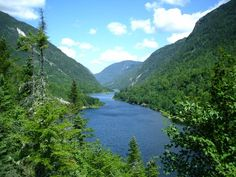 This is a beautiful image of Hautes-Gorges-de-la-Rivière-Malbaie National Park. I would love to visit Québec to see this wonderful view! Grand Tour, Baie St Paul, Great Places, Beautiful Places, Malbaie, Road Trip, Park In New York, Landscaping Images, Quebec City