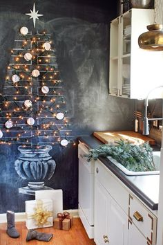 String a fake Christmas tree onto a chalkboard wall using small plastic hooks that stick to the wall. From the HUNTED INTERIOR: Holla-Day Home Tour Noel Christmas, Christmas And New Year, Winter Christmas, All Things Christmas, Christmas Kitchen, Gold Christmas Decorations, Holiday Decor, Christmas Chalkboard, Creation Deco