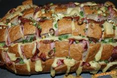 zapekaný plnený chlieb alebo pečený ježko ako hovoria moje deti....don't know what it is,but it looks yammy!!!