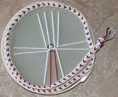 The process of braiding this flat braid is different than the round braids. Crafted by: Lady Gepa of SunDragon