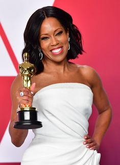 'Beale Street' Star Regina King Calls First-Ever Academy Award Win 'Surreal' - - King took home her first ever Academy Award on Sunday for her supporting role in 'If Beale Street Could Talk'. Best Actress, Best Actor, Oscar Academy Awards, Art Academy, Best Picture Winners, Lab, Regina King, Sam Elliott, Black Actresses