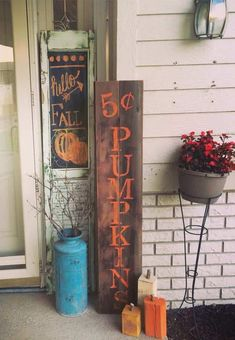 From DIY fall porch signs to fall porch planters, there are plenty of cozy and inviting fall porch ideas for inspiration. Fall Projects, Fall Signs, Fall Pallet Signs, Fall Wood Signs, Happy Fall Y'all, Porch Signs, Diy Signs, Fall Home Decor, Fall Yard Decor