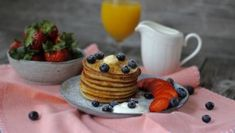 Fluffige Joghurt-Apfel Pancakes - Tasty Matter Pancakes Easy, Buttermilk Pancakes, Nutella, Pancake Healthy, Cottage Cheese, Ham, Paleo, Cheesecake, Brunch