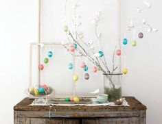 Easter egg tree, decorate Easter eggs with rubber bands
