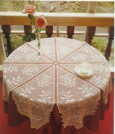 Gorgeous Tabletopper has a free pattern in English and chart. Pattern over 2 pages..