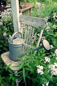 vintage garden chair and watering can Rustic Watering Cans, Metal Watering Can, Hidden Garden, My Secret Garden, Dream Garden, Garden Art, Garden Junk, Garden Design, Vintage Gardening