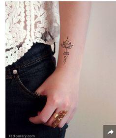Unalome: símbolo que representa la sabiduría y el camino hacia la iluminación. Origen en el hinduismo. El espiral es el comienzo del camino, el pliegue o nudo representa los errores y la recta significa el camino directo hacia el nirvana.