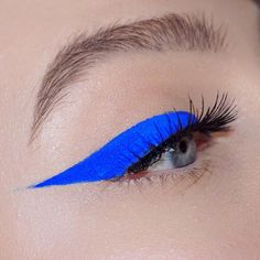 Gorgeous Makeup: Tips and Tricks With Eye Makeup and Eyeshadow – Makeup Design Ideas Colorful Eye Makeup, Makeup For Green Eyes, Blue Eye Makeup, Gorgeous Eyes, Gorgeous Makeup, Blue Eyeliner Looks, Putting On Makeup, Makeup Guide, Makeup Ideas