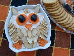 Owl Cheese Ball -- Would be a great addition to an Origami Owl party! Owl Party Food, Owl Food, Party Snacks, Party Appetizers, Animal Food, Party Trays, Cute Food, Yummy Food, Tapas