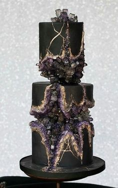 Top 20 Amethyst Geode Wedding Cakes Black geode cake with purple, grey crystals Black Wedding Cakes, Amazing Wedding Cakes, Amazing Cakes, Geode Wedding Cakes, Gothic Wedding Cake, Crazy Wedding Cakes, Wedding Cake Purple, Dragon Wedding Cake, Purple Black Wedding
