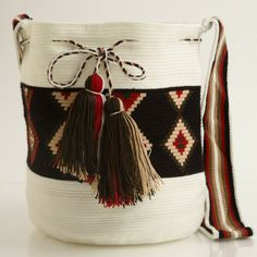Индейская сумка ochila, фото № Wayuu Mochila Form Crochet, Knit Crochet, Crochet Hats, Crochet Handbags, Crochet Purses, Mochila Crochet, Tapestry Crochet Patterns, Creative Bag, Ethnic Bag