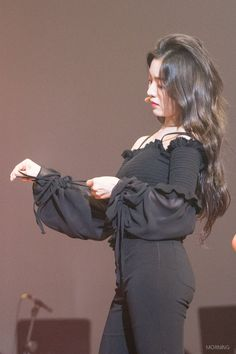 Interesting Facts About Hair, How to Get Thicker Hair? Seulgi, Hair Facts, Get Thicker Hair, Red Velvet Irene, Most Beautiful Faces, Velvet Fashion, Kpop Outfits, Shows, About Hair