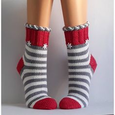 Most current Totally Free Crochet socks women Ideas Wool socks handknit socks Women socks Cuddly socks – Knitting Blogs, Knitting For Beginners, Loom Knitting, Knitting Socks, Hand Knitting, Crochet Mug Cozy, Crochet Socks, Crochet Yarn, Cozy Socks