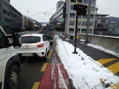 Strassenverhältnisse in Baden bei Schnee. Das nächste mal schaufeln wir uns die Velostrasse selber frei.