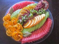 Fancy mousse cakes, Decorated cakes for all occasions, Miniatures & chocolates, fruit platters & vegetable platters. Fruit Centerpieces, Edible Arrangements, Food Design, Food N, Good Food, Cooking Recipes, Healthy Recipes, Healthy Food, Food Decoration