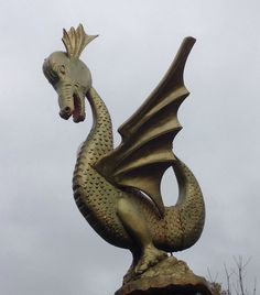 Dragon.eikenhout. Ligi Hermans .