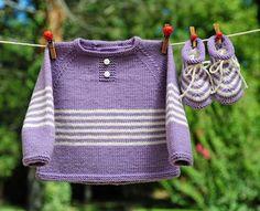 Layette tricotée entièrement à la main.  Travail soigné et délicat. finitions impeccables.  Les fils utilisés sont de qualité et spécialement adaptés à la peau fragile  - 18846988