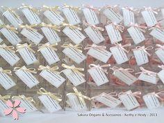 lembrancinhas de nascimento - móbile de tsuru com maletinha - http://blog.sakuraorigami.com.br/2013/05/lembrancinhas-da-mamae-joanne.html #origami #maternidade