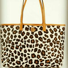TORY BURCH LEOPARD PRINT TOTE BAG THE PERFECT LEOPARD PRINT! TORY BURCH LEOPARD PRINT TOTE. EXCELLENT condition. No flaws, just not new. Sold out online and no longer in production. Reasonable offers considered。 Tory Burch Bags Totes