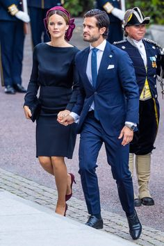 Princess Sofia stunned alongside dashing husband Prince Carl Philip in a traditional black ensemble paired with a trendy purple hair accessory and matching pumps as they joined the royal family for the annual Swedish Parliament Opening. Princess Sofia Of Sweden, Princess Sophia, Royal Princess, Princess Madeleine, Royal Family Portrait, Prince Carl Philip, Swedish Royalty, British Royal Families, Victoria