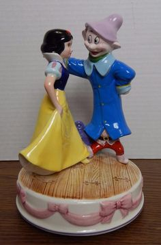 Schmid Disney Snow White Someday My Prince Will Come Porcelain Music Box #53465
