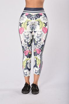 Run The Game Cropped Legging - Navy/Lime