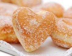 Pâte à beignets au Thermomix Köstliche Desserts, Delicious Desserts, Dessert Recipes, Yummy Food, Raised Donuts, Dessert Thermomix, Baked Doughnuts, Homade Donuts, Powdered Donuts