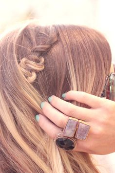 A square knot? In your hair? Yes please.