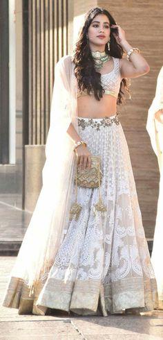 Bridal lehenga white indian outfits 43 ideas for 2019 Indian Party Wear, Indian Wedding Outfits, Indian Wear, Indian Outfits, Bollywood Lehenga, Bollywood Fashion, Sonam Kapoor Lehenga, Bollywood Style, Bollywood Actress