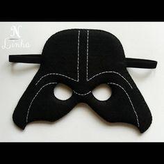⚫ Venha para o lado negro da força e transforme-se no maior vilão da saga Star Wars com essa máscara do Darth Vader. ⚫ #starwars #darthvader #disney #darkside #maskdarthvader #felt #handmade #artesanato #feltro #mascaradefeltro #mascaradarthvader #feitoamao #enelinha