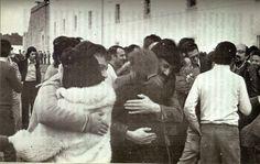 Libération des prisonniers politiques arrêtés par la PIDE. 25 Avril 1974. Auteur : inconnu