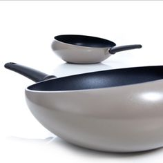 With the Boomerang Wok by Nikolai Carels for Royal VKB you can toss your stir-fry with the flick of a wrist, thanks to a patented cupped edge.